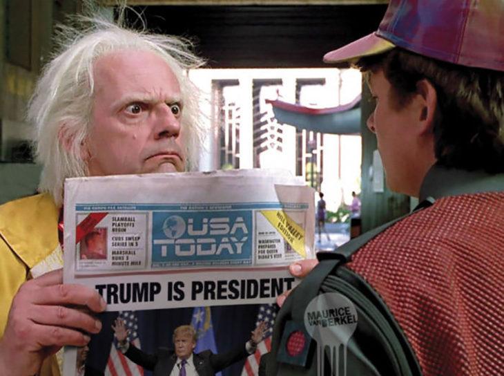 imagen de volver al futuro con periódico de donald trump