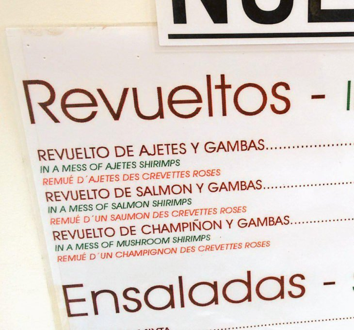 """carta de menú mal traducida """"in a mess"""" lo pusieron como revuelto"""