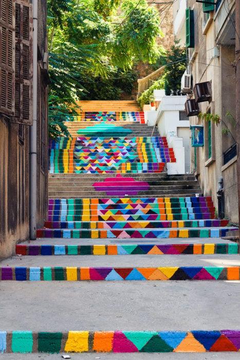 escalera de colores en líbano