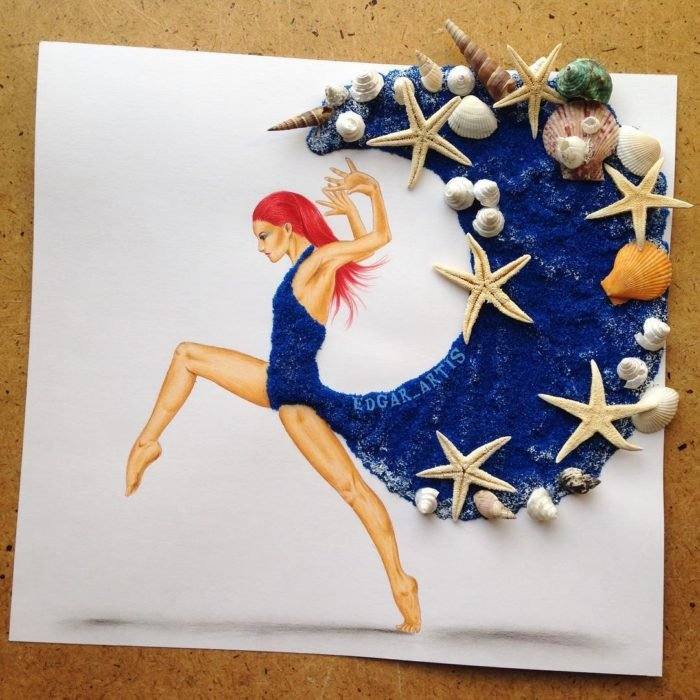 ilustración mujer usando un vestido azul con conchas de mar