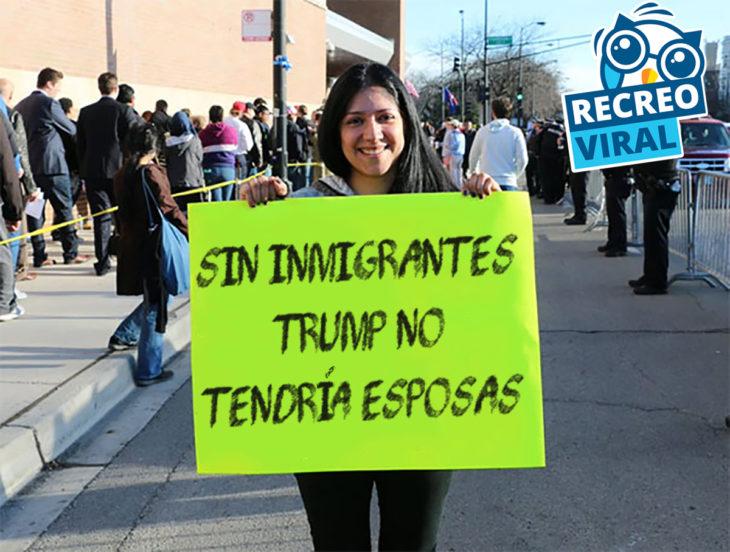 chica sosteniendo un cartel verde