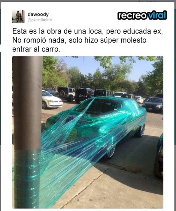carro envuelto en plástico