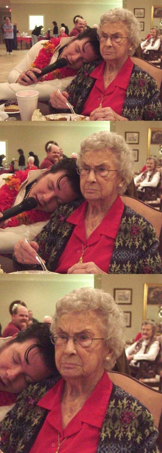 abuela con cara nefasta