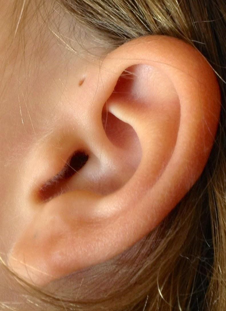 Tienes un agujero extra en la oreja? Esta es la explicación