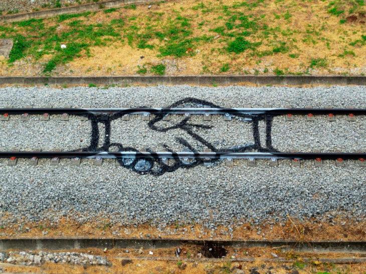 Dibujo de dos manos tomadas entre sí
