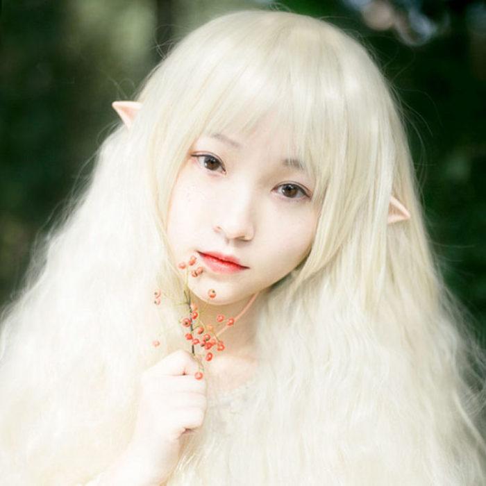 Chica con orejas de duende