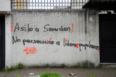 Acción Ortográfica - Asilo a Snowden