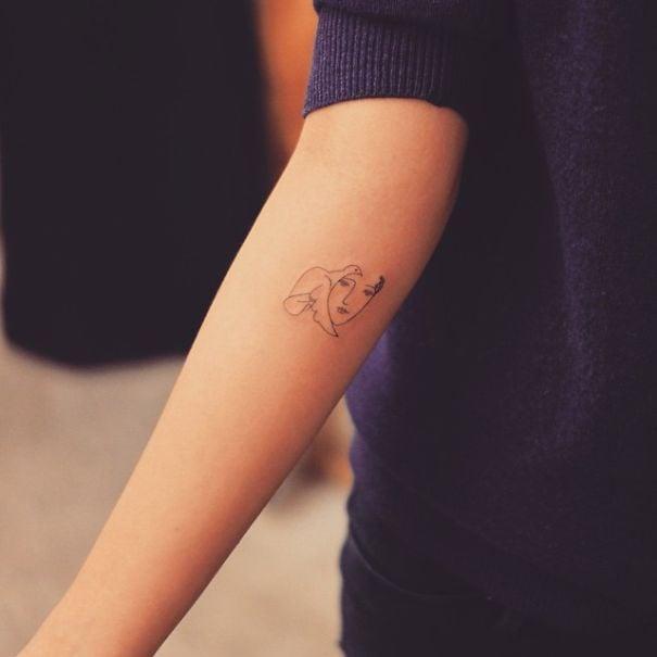 Tatuaje inspirado en Picasso - chica y paloma