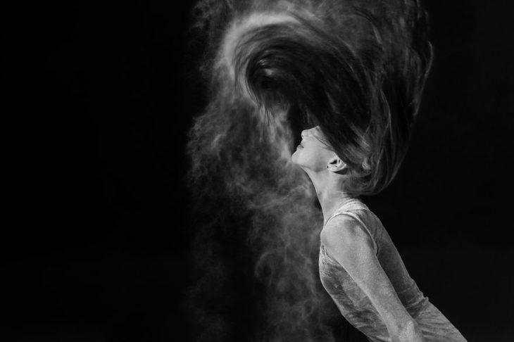 Foto bailarina cabello