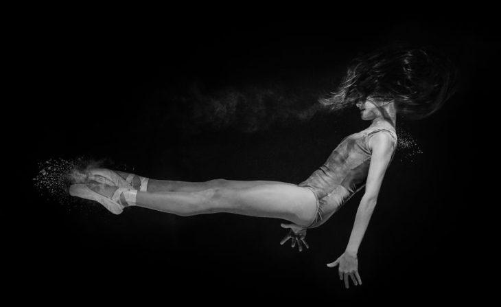 Bailarina sesion de fotos blanco y negro