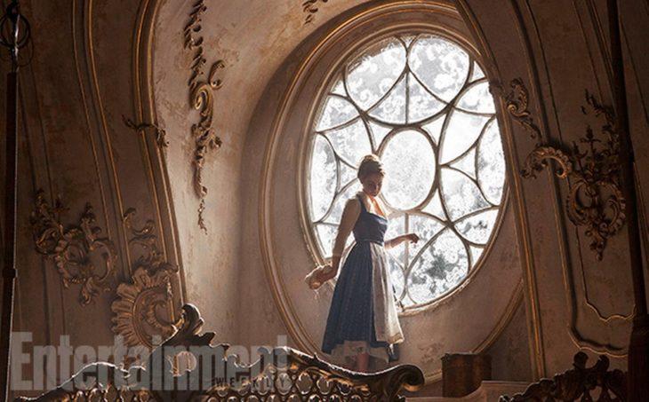 Bella y Bestia 2017 - Bella en la ventana del castillo