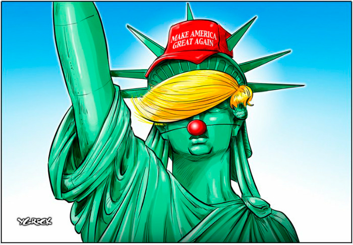 la estatua de la libertad disfrazada de payaso