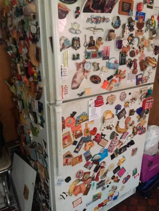 Refrigerador lleno de imanes