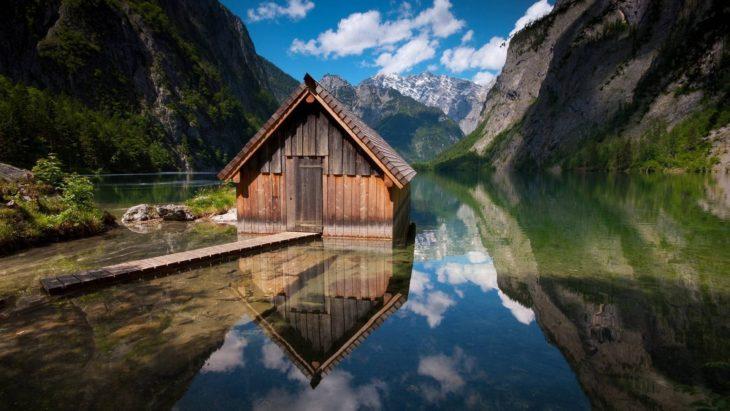 Casa a la orilla del lago