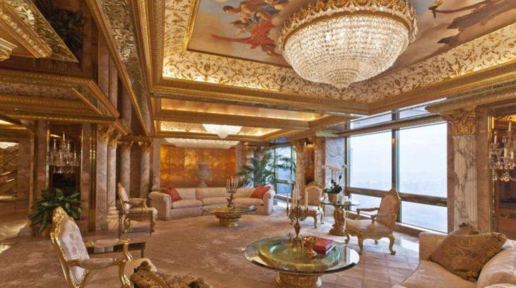 lujosa casa con detalles en oro