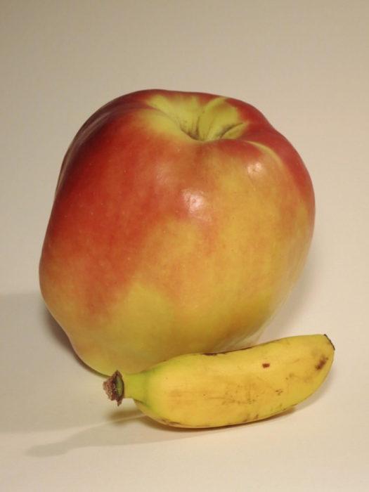 manzana gigante y plátano enano