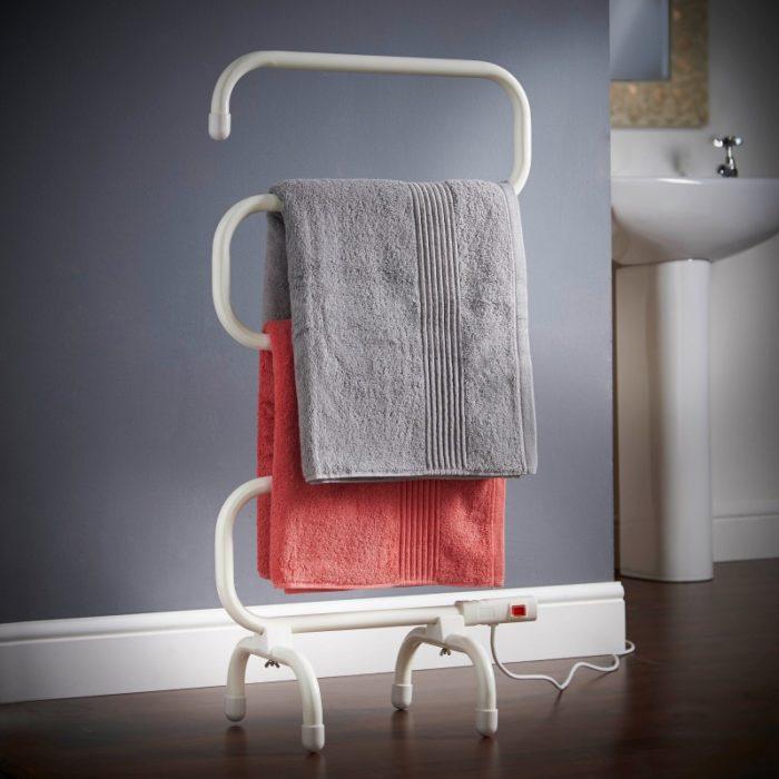 Colgador que calienta las toallas