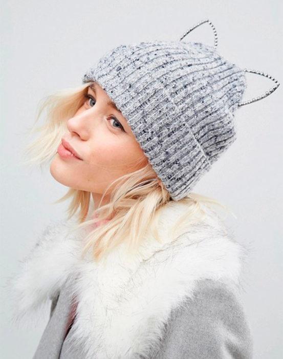 Gorro para frío con orejas de gato