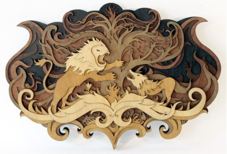 Un león dibujado sobre madera con láser