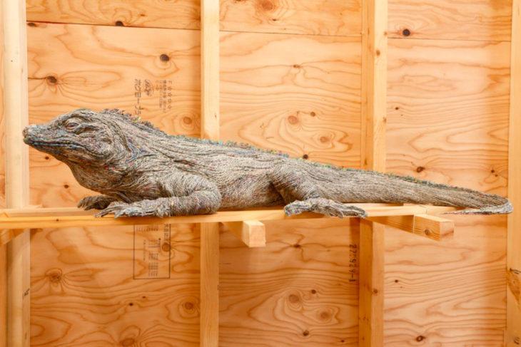 escultura de periódico