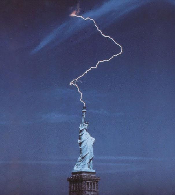 Rayo en la estatua de la libertad