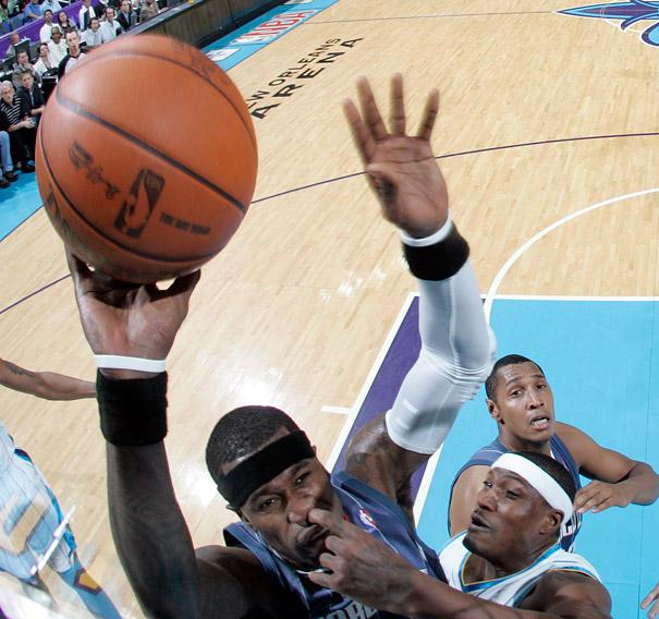 Jugadores de basket picándose la nariz
