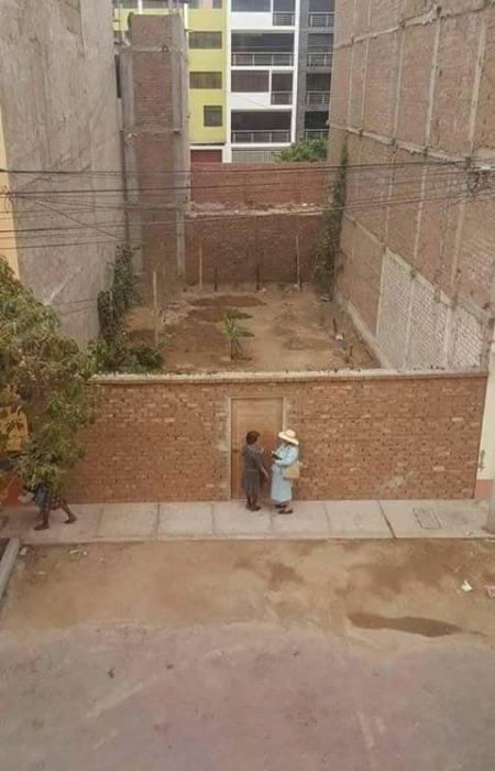 testigos de jehová tocando puerta