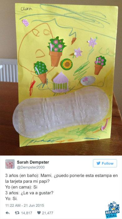 Niña le hace una tarjeta a su papá con una toalla sanitaria