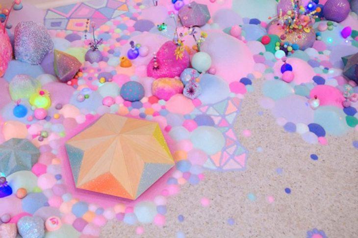 Obra de arte hecha con caramelos y azúcar