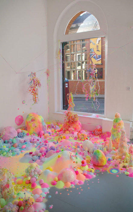 Habitación decorada con caramelos y azúcar