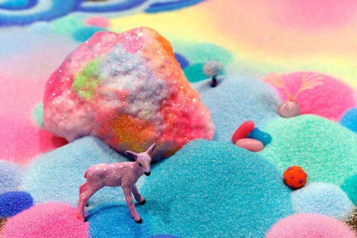 Un campo formado con dulces y azúcar
