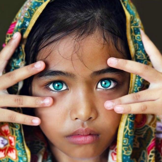 Niña hermosos ojos verdes