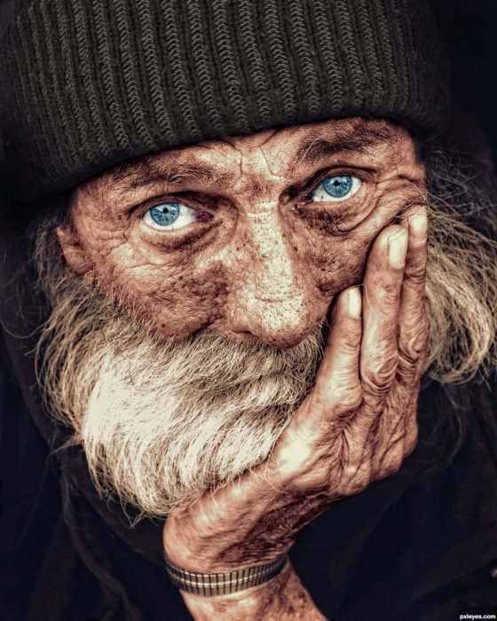Viejito con ojos azules