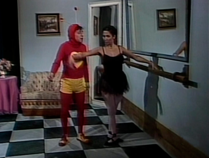 El chapulin colorado con una bailarina