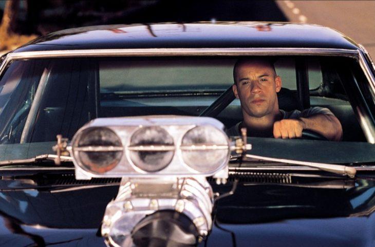 Toretto conduciendo su carro