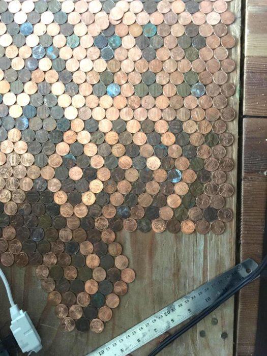 Patrón de monedas brillantes y opacas