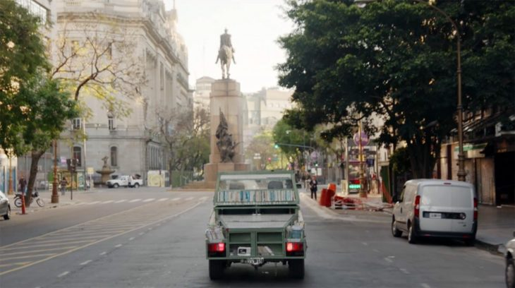 Tanque de libros en las calles de Buenos Aires, Argentina