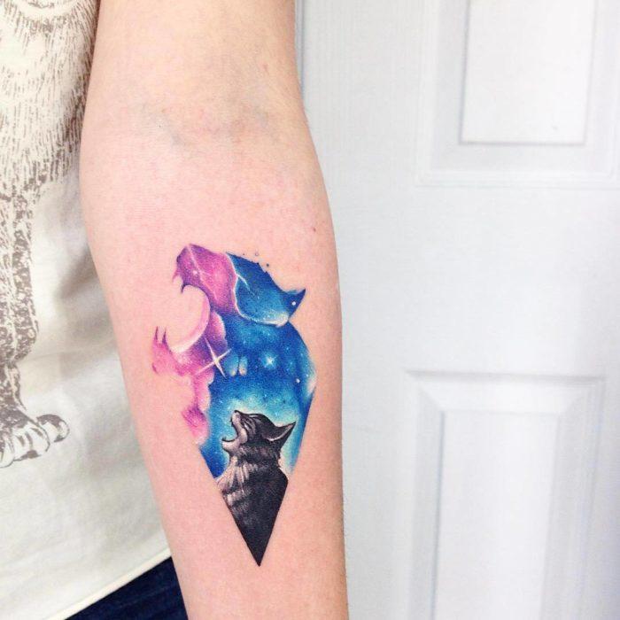 Tatuaje que representa el espiritu de los gatos