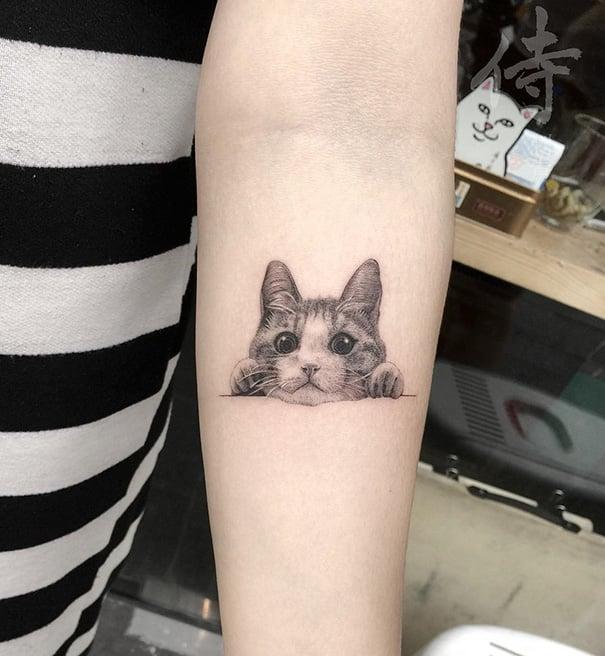 Tatuaje de gato feliz