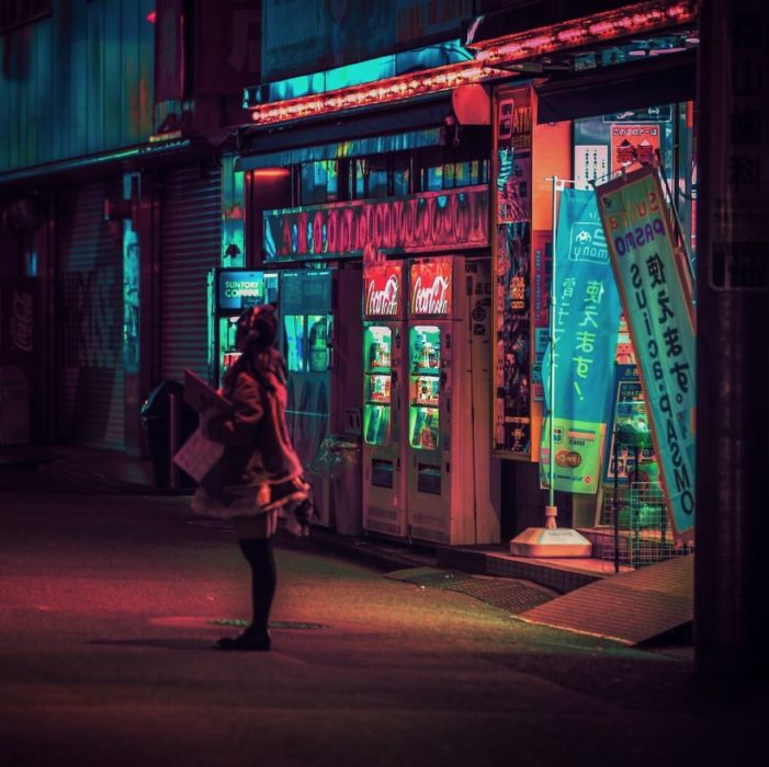 Calles de Tokio, fotografía tomada durante una noche lluviosa