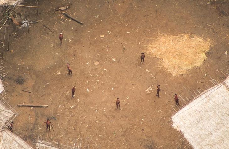 Foto aérea de tribu en Brasil