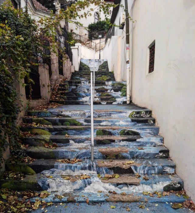 escaleras con río pintado en bucarest