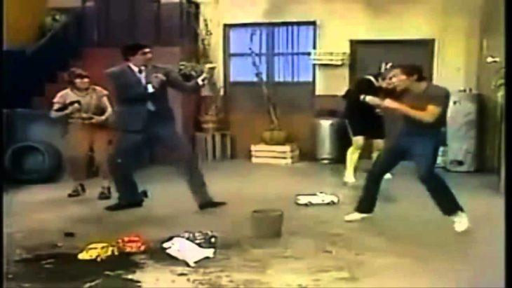 EL Profesor Jirafales y don Ramón peleando
