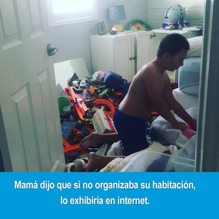 chico ordenando su habitación