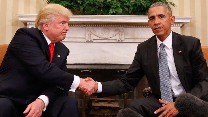 obama y trump dándose la mano