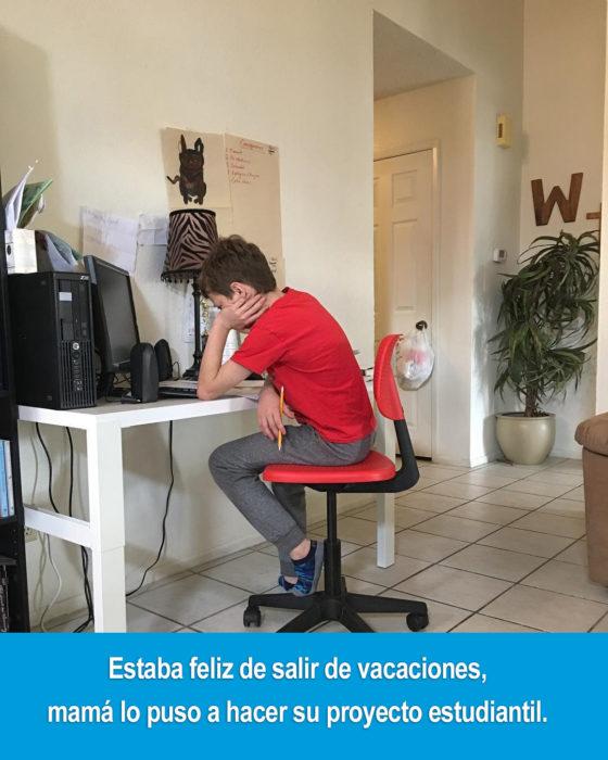niño sentado en un escritorio