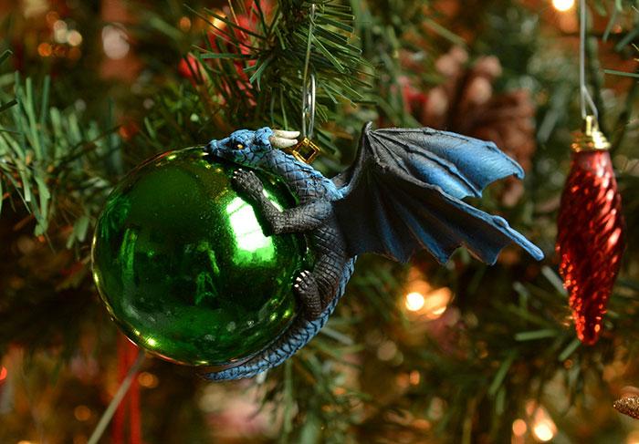 esfera verde con dragón azul