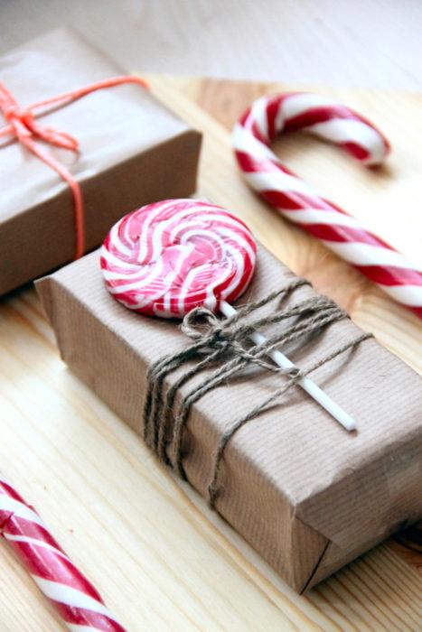 envoltura de regalo con caramelo