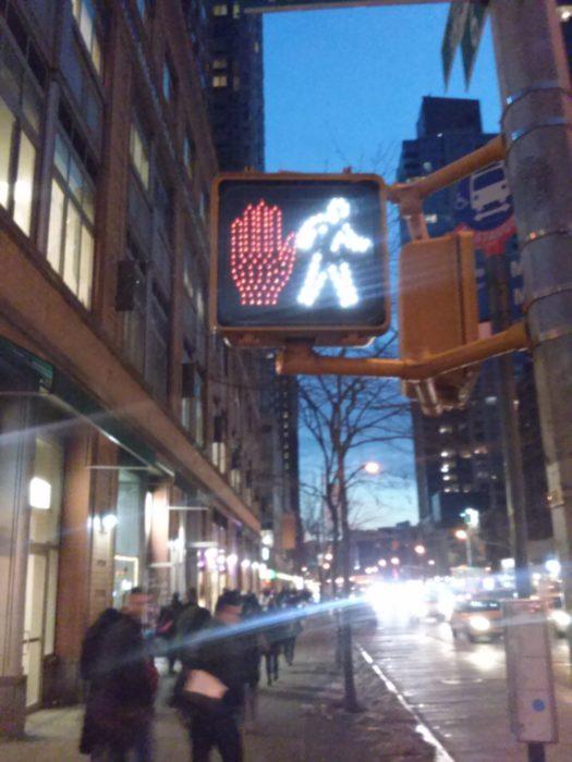 semáforo en verde y en rojo al mismo tiempo