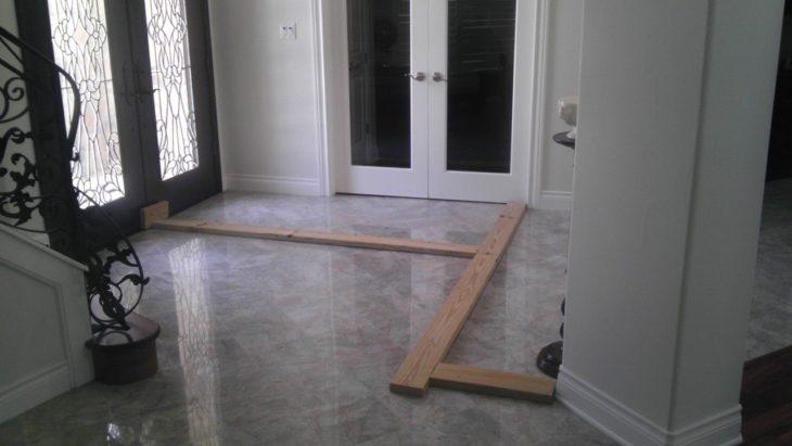 abrazadera de madera un puertas de madera con vidrio